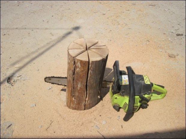 AD-Swedish-Fire-Torch-Make-A-Stove-From-A-Single-Log-02.jpg