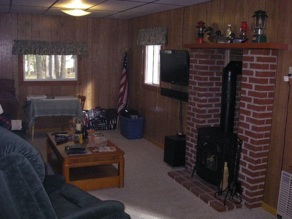 cabinlivingroom.jpg
