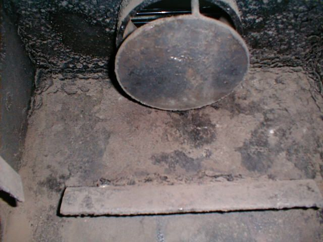 Honey Bear baffle inside.jpg - Simple Baffle Solution For Your Old FISHER ! More Heat Less Smoke